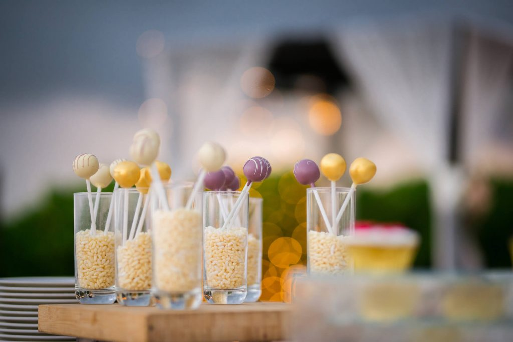 wedding-date-cake-pops